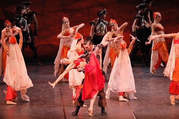 「ポロヴェッツ人の踊り」 エレーナ・フィリピエワ、ニキータ・スハルコフ