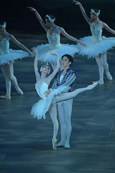 東京シティ・バレエ団『白鳥の湖』撮影/鹿摩隆司