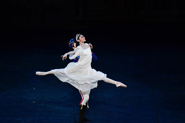 新国立劇場バレエ団「くるみ割り人形」第2幕から 木村優里 撮影/瀬戸秀美
