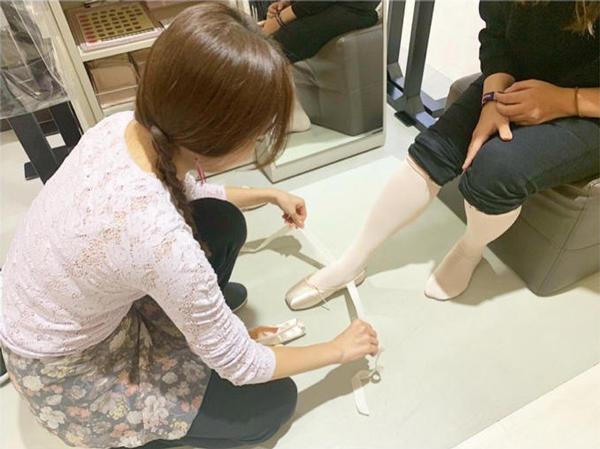 1221_shinjukuten_shoe_fitting_02.jpg